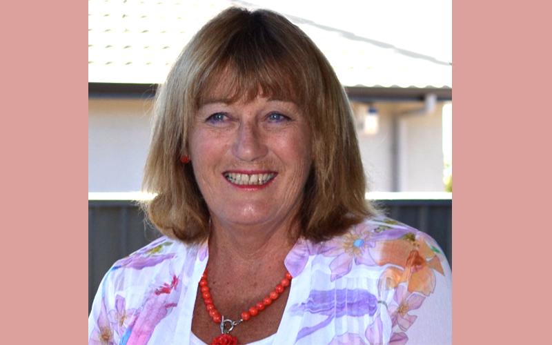 Wedding Celebrant Lynne Burnside